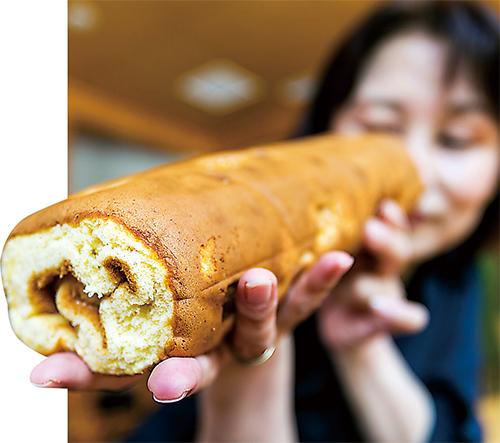 吉澤菓子店の「くるみかすてら」は、1本丸ごと食べたいくらいのおいしさ。1切れタイプもあり